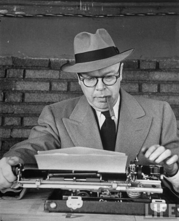 New-York-Journal-American-writer-Frank-Graham-sitting-at-typewriter-covering-Army-Navy-game-827x1024